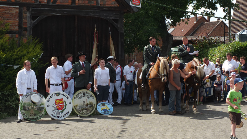 www.gelbesblatt.info Das Adenstedter Schützenfest ist eröffnet!