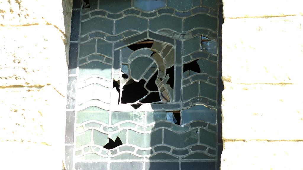 www.gelbesblatt.info Beschädigung der  Adenstedter Kirchenfenster
