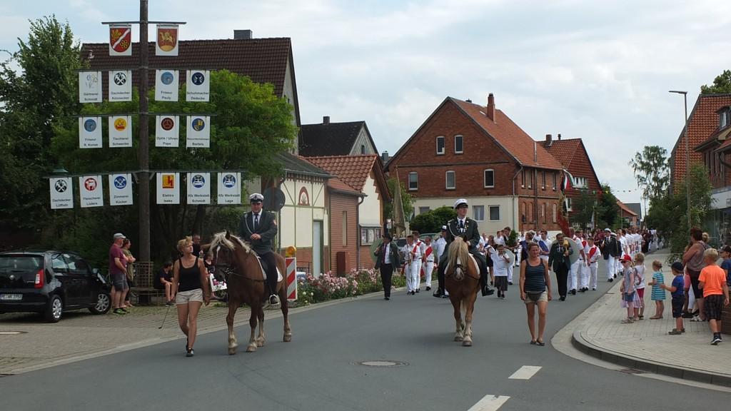 www.gelbesblatt.info Das Adenstedter Schützenfest 2017 ist eröffnet!